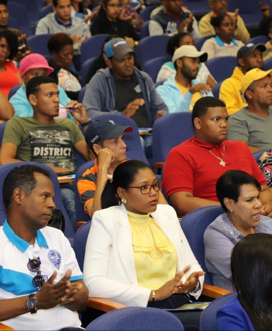 UASD Centro San Juan de la Maguana imparte charla sobre Cultura Financiera a empleados docentes y administrativos