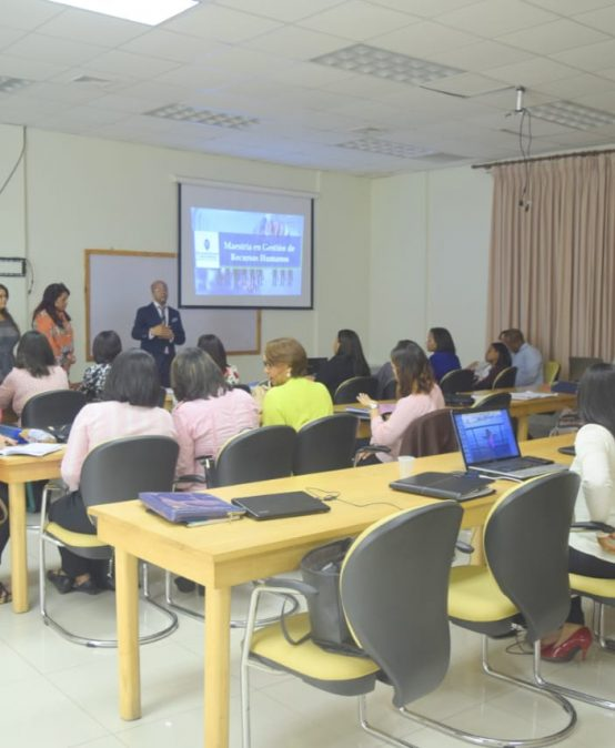 Ponencias sobre Administración Global en la Maestría de Gestión de Recursos Humanos