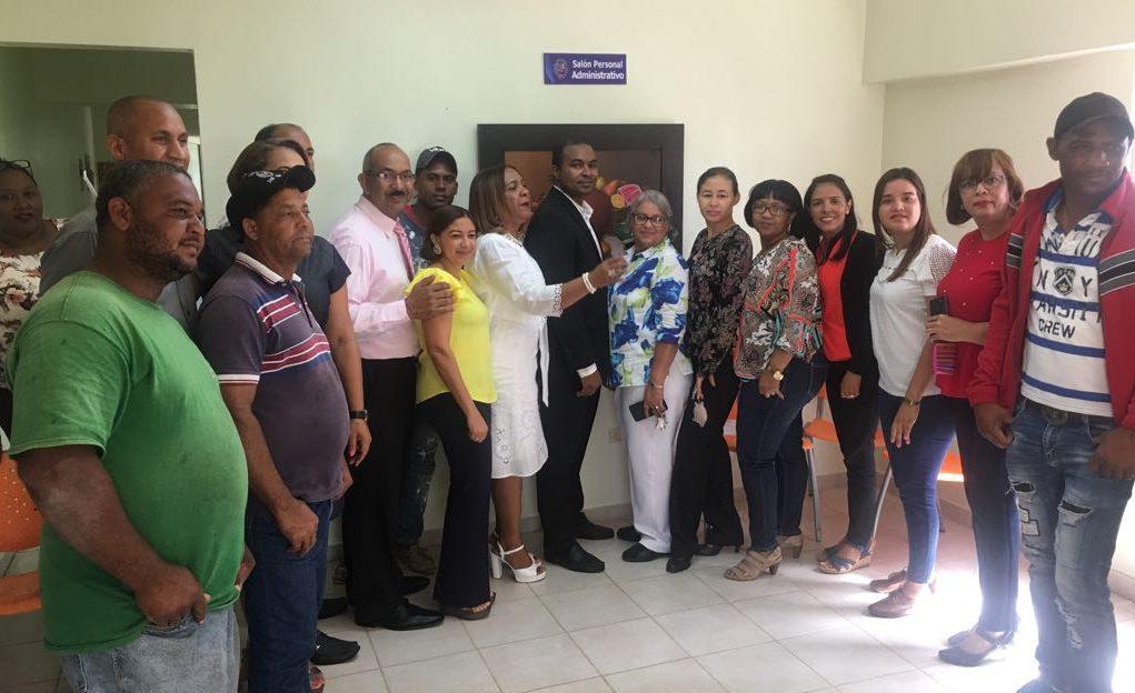 El Dr. Carlos Sánchez inaugura salón para uso del Personal Administrativo