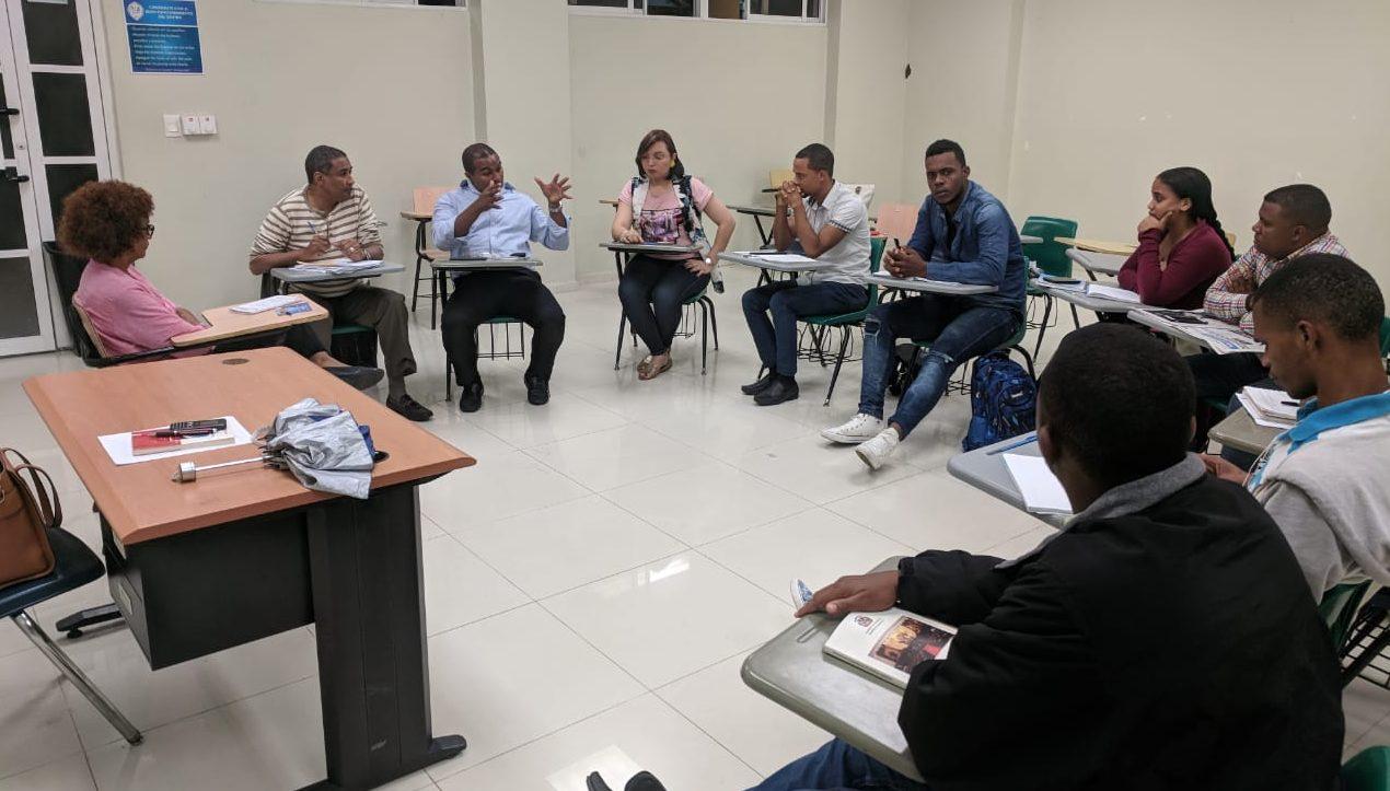El Dr. Carlos M. Sánchez ofrece soluciones a problemáticas estudiantes de Comunicación Social
