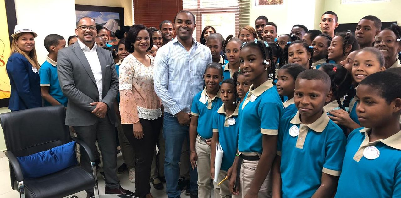 """Estudiantes y profesores del Centro Educativo """"Luis Emilio Cordero Batista"""", realizan visita a UASD Centro San Juan de la Maguana,"""
