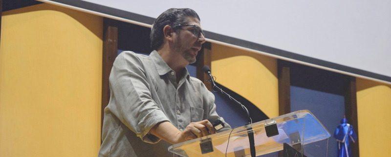 """Dr. Hector Guerrero Heredia dicta conferencia en la UASD Centro San Juan """"Porque y Cómo Pensamos""""."""