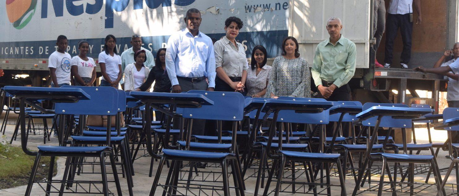 UASD Centro San Juan de la Maguana recibe 200 butacas y 50 escritorios