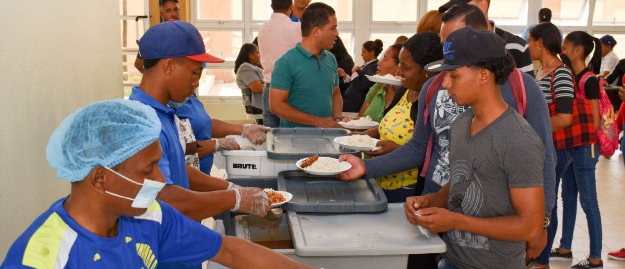 Más de 12 mil estudiantes se benefician de la reapertura de los Comedores Económicos en la UASD San Juan.
