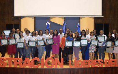 Reconocen Egresados Carrera Administración UASD San Juan; dictan conferencia Habilidades Gerenciales para la Industria 4.0