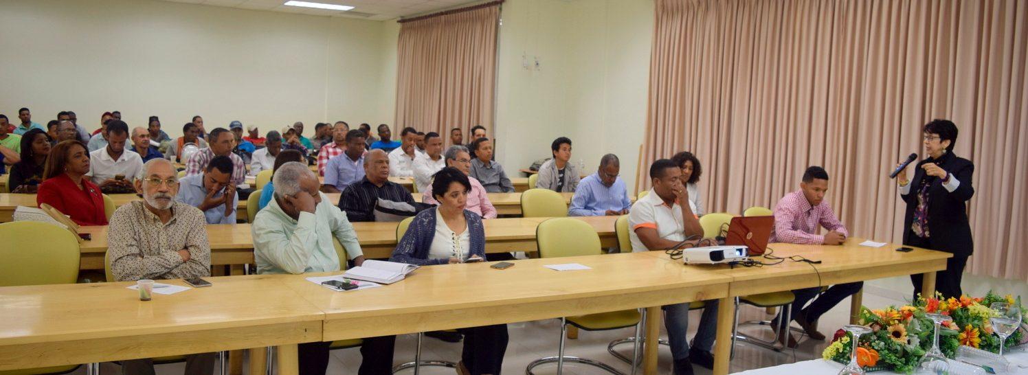 """Dra. Graciela Godoy de Lutz dicta conferencia en UASD Centro San Juan: """"Enfermedad Mosaico Dorado Amarillo de la Habichuela en el Valle de San Juan: Pasado, Presente y Futuro""""."""