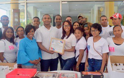 Estudiantes de Entomología de Biología y Química UASD Centro San Juan reconocen al Dr. Carlos Manuel Sánchez De Óleo