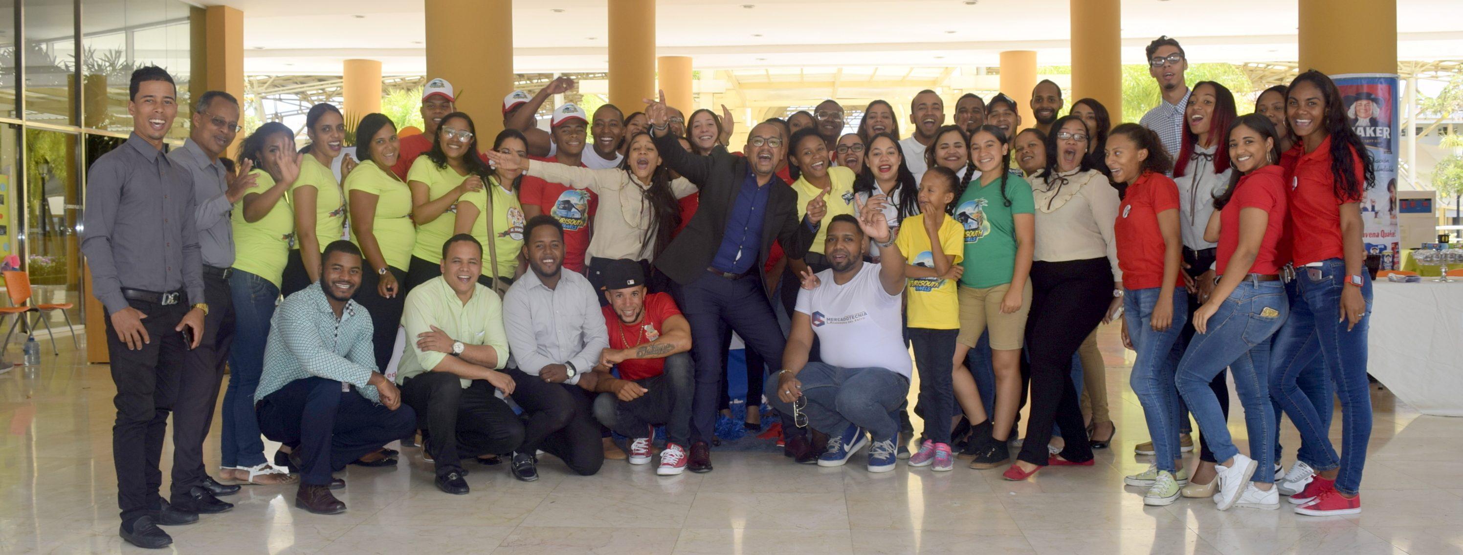 Estudiantes de la Carrera de Mercadotecnia en UASD Centro San Juan hacen presentación de proyectos finales.