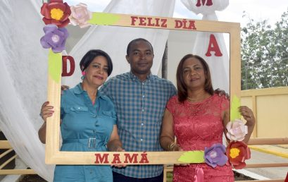 Agasajan Madres que laboran en UASD Centro San Juan de la Maguana.