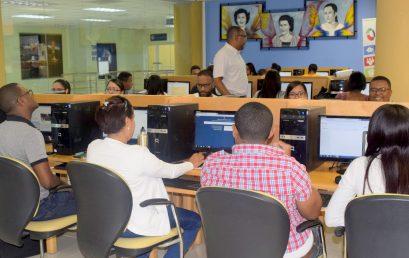 Imparten Seminario-Taller Manejo de Redes Sociales Aplicada a las Mipymes en UASD Centro San Juan de la Maguana.