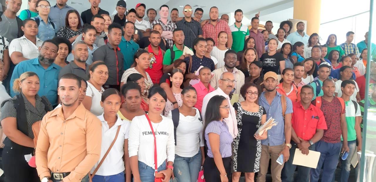 Estudiantes Carrera Educación presentan conclusiones análisis obra El Oprimido de Paolo Freire en UASD Centro San Juan de la Maguana