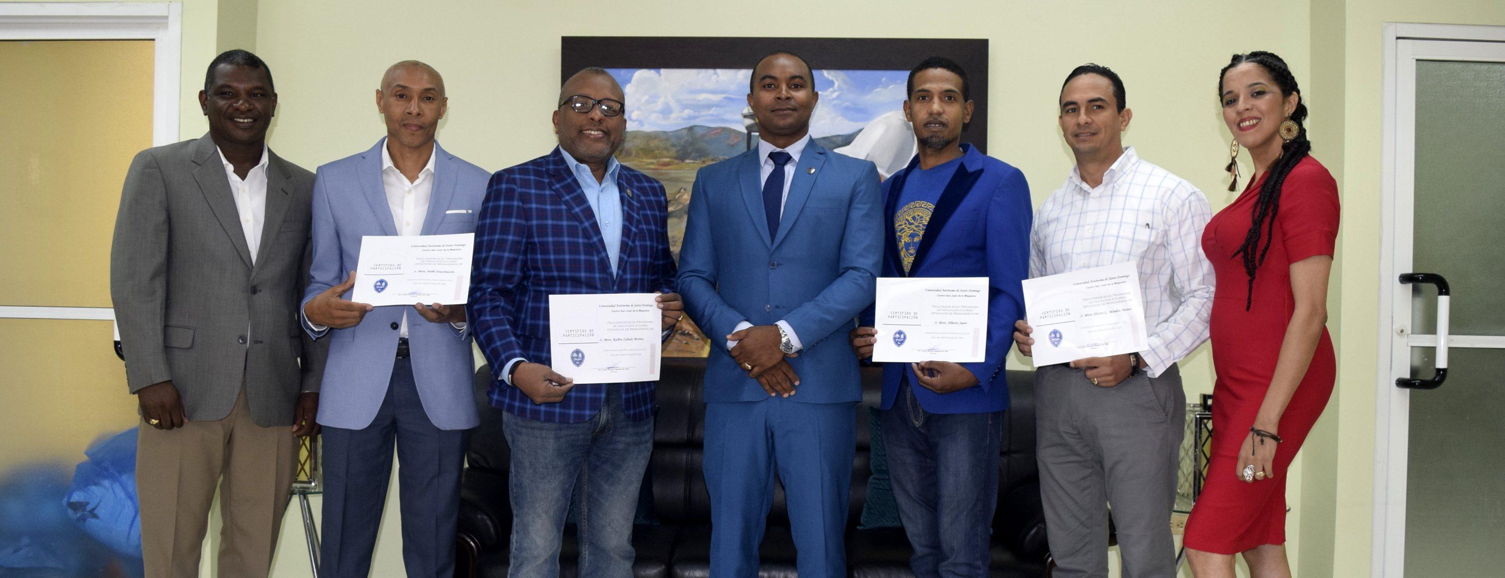 Entregan certificados a facilitadores Primera Jornada Inducción Investigación de Grado realizada en UASD San Juan