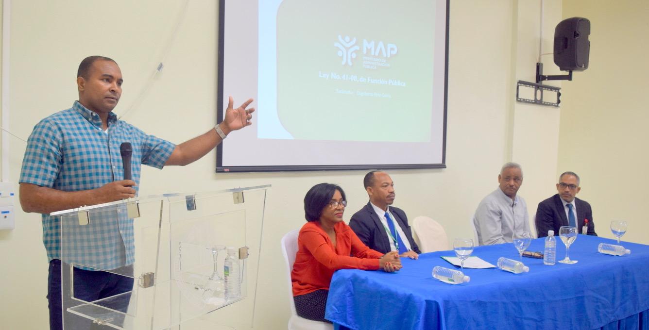 UASD Centro San Juan de la Maguana realiza taller sobre la Ley 41-08 de Función Pública con Docentes y Administrativos.