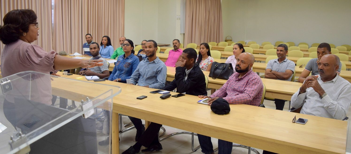 Centro Mipymes UASD San Juan imparte taller sobre Administración Efectiva a  Ganaderos en San Juan.