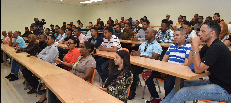 Inician Diplomados Proyecto Formación y Capacitación Talento Humano de Software Republica Digital en UASD San Juan.