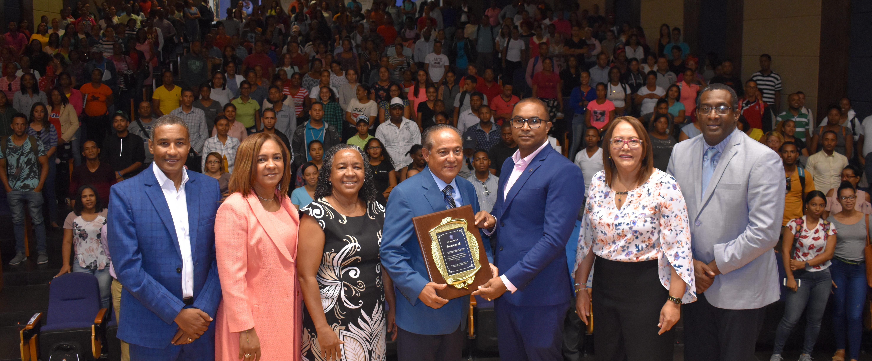 """Dr. Edylberto Cabral dicta conferencia """"El Misterio Dominicano"""" en UASD Centro San Juan"""