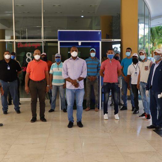 UASD San Juan instala túnel desinfectante para preservar salud de empleados ante el COVID-19