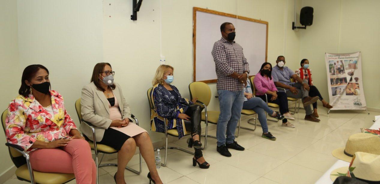 """Programa """"Progresando con Solidaridad"""" realiza encuentro en UASD San Juan con artesanos de la provincia"""