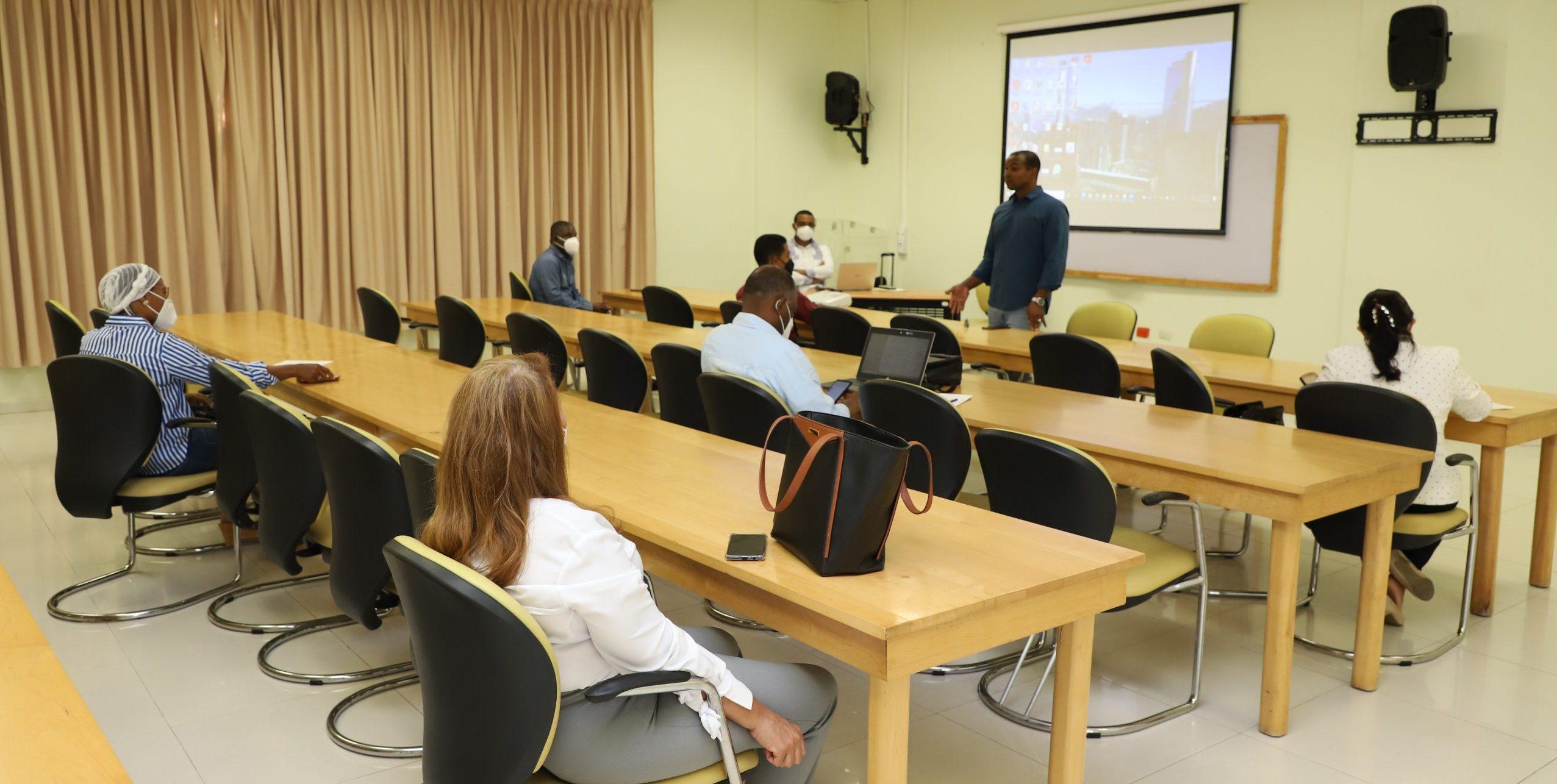 UASD San Juan realiza encuentro con Coordinadores, Facilitadores, Asesores y Jurados que colaboran en la Unidad de Cursos Optativos de Tesis (UCOTESIS)