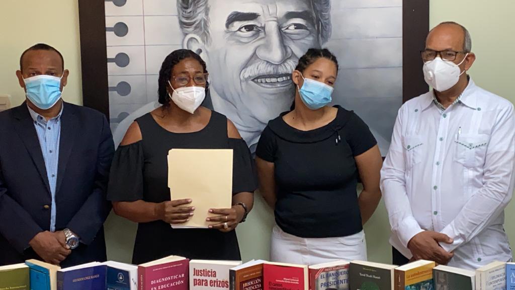 UASD Recinto San Juan de la Maguana recibe la donación de la Biblioteca personal del Mtro. Edgar Ramírez Read