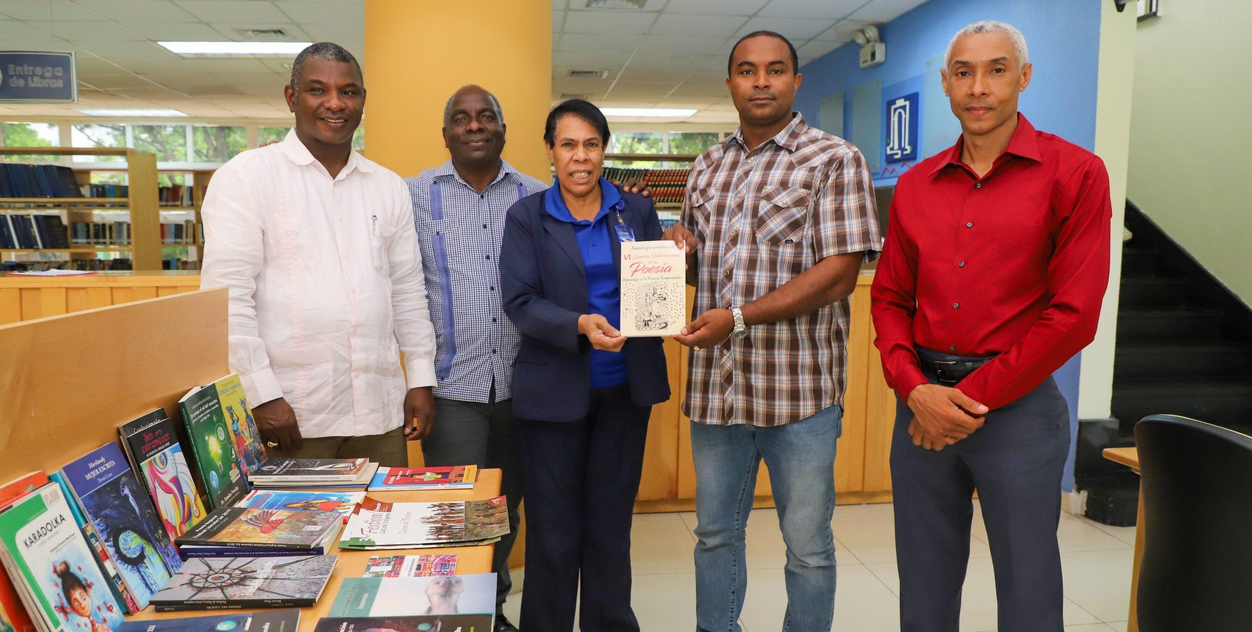 Fundación Literaria Aníbal Montaño dona libros a UASD Recinto San Juan de la Maguana