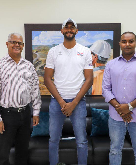 UASD Recinto San Juan realiza entrega de beca económica a atleta olímpico sanjuanero